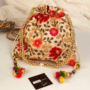 Handbags - 💥NEW💥 Boho Embroidered Drawstring Clutch Bag